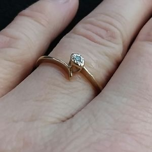 Vintage 10k Solid Gold Ring w/ Accent Diamond